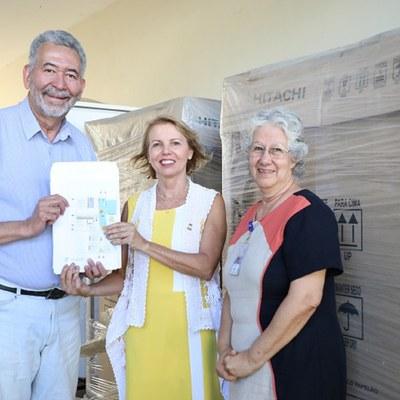 Reitora Valéria Correia e o deputado Paulão visitaram obras no HU